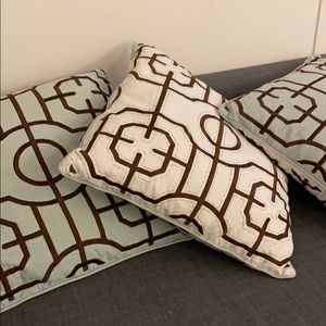 Throw pillows (x3)